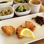 カントリーロード - メインの鶏の塩糀の唐揚げ