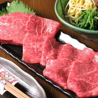 あっさり肉でヘルシーに霜降り肉で柔らかく取り揃えてございます