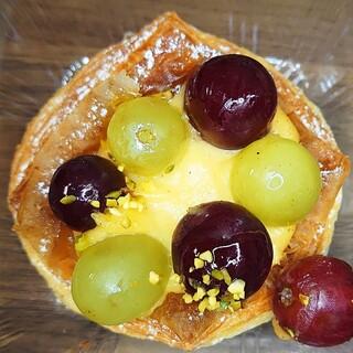 ベッカライサカツジ - 料理写真:ぶどうのデニッシュ280円