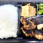 157517770 - 3種盛り弁当4(カレイ西京、ひらす西京、鶏モモ旨辛味噌漬け)1250円