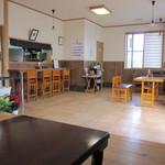渋谷食堂 - 清潔感溢れる店内