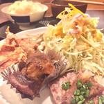 びすとろ 平 - 手前より、仙台牛ステーキ、豚角煮、鳥の唐揚げ