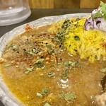 創作カレー ツキノワ - ミニキーマ(200円)をトッピング 鶏とタマネギの甘味がまろやか