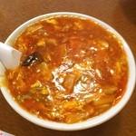 中国料理聚仙 - 酸辣湯麺  今日もいつもの中華料理屋さんに、熱いスープが呑みたかったので酸辣湯麺を注文しました。  スープが熱々でなかなか食べるのがたいへんです。  750円でした。