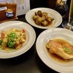 喜の川 - 選べるお通し(バイ貝・赤魚煮つけ・豚肉と野菜オイスター炒め)