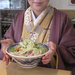 長崎亭 - 福岡市西区福重に本店があるチャンポンの人気店『長崎亭』の薬院店です。 基本のチャンポンは560円。 今回はそれに炒め野菜50円を追加しました。