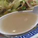 長崎亭 - 豚肉の他にイカ下足も入っていて、ライトなシーフード風味になってるのが 長崎亭のチャンポンらしい特徴です。