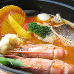 クラゲストア - クラゲ特製ブイヤベース 2.3人前 3500円(税抜) コクと旨味の魚介たっぷり!濃厚なブイヤベースはクラゲストアの定番人気メニュー!最後にリゾットに◎