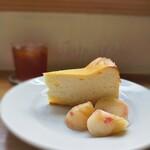 157566987 - 桃とチーズケーキ