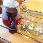 お菓子工房 スウィーツガーデン - フルーツガーデン  砂時計が落ちたら飲みます