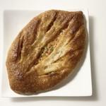 パン・オ・ミエル - 料理写真:ドライトマトとオリーブのフーガス