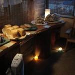 なまけもののパン屋 - ひっそりと並ぶパン