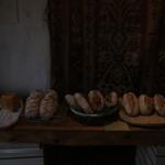 なまけもののパン屋 - パンの前には値段のみ