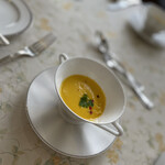 フランス食堂 シェ・モア - かぼちゃのポタージュ。ちゃんと作ってますと言う凛としたものを感じます。