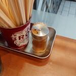 文殊 - 料理写真:テーブル上の七味と割りばし