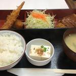 キッチンアオキ - 日替わりランチ940円(メンチカツ、カニポテトコロッケ、エビフライ)