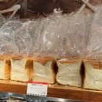 ポール・ボキューズ・ベーカリー - 店内│【湯種食パン(1/2)@税込178円】を購入
