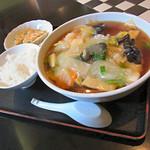 あらき - 『うま煮そば』650円+『麺セット(餃子・小ライス・お新香)』200円。