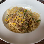 アズーリ - 豚挽肉とトウモロコシ、ネギのビアンコラグーソーススパゲッティ