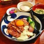157637840 - ローストビーフ丼 950円(税別)
