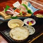 157637843 - 新鮮刺盛り定食 1380円(税別)