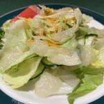 ロシヤ料理 ラルース - ビーフストロガノフにつくサラダ
