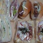 オガワベーカリー - 料理写真:9点で1500円くらい…安っ!