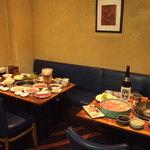 牛禅 - テーブル席。8名様以上で、焼肉・しゃぶしゃぶ・すきやきの組み合わせ自由♪
