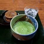 大丸やき茶房 - 大丸やきと抹茶:600円