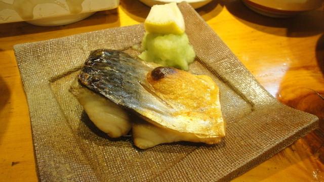 みかく - 2012.11.9)焼魚定食(1050円)の鯖の塩焼き。甘みのある青大根がうまい