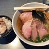 らぁめん 喜乃壺 - 料理写真:煮干蕎麦(醤油・細麺)チャーシュー2枚追加。白飯(バラチャーシュー)