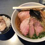らぁめん 喜乃壺 - 煮干蕎麦(醤油・細麺)チャーシュー2枚追加。白飯(バラチャーシュー)