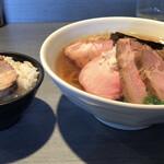 らぁめん 喜乃壺 - 煮干蕎麦と白飯 横から