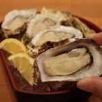 157682044 - 活 生牡蠣(248円×4個)