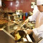 ロン - 料理長自ら鍋を振り、出来るだけ早く、美味しいお料理をお客様にご提供します!
