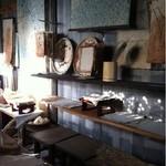 ぎゃらりー納屋 - 併設されている野州麻紙のギャラリー