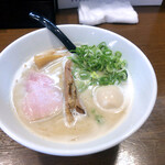 らあめん こそっと - 料理写真:鶏白湯らあめん(醤油)750円+味玉(100円)