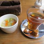 15772648 - 野菜とベーコンのコンソメスープ、アールグレイ