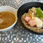 五ノ神水産 - 麺が多くて大変そうだった相方注文の「銀だら西京味噌つけ麺」味玉トッピング1000円