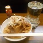 梅暦酒店 - 日本酒、豚と豆腐の煮込み