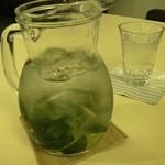 ハニカムカフェ - サービスのお水