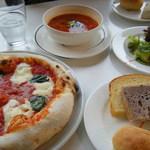 キャスロン - マルゲリータとかミネストローネとか紫芋パンとかサラダとか色々