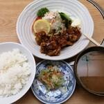もつ焼 稲垣 - スパイシーチキン定食 800円