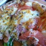 15775913 - トマトとベーコンホウレン草のピザ 1250円 (こっちもうっかり・・・汗汗)