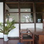 ウッドスタイルカフェ - シンプルでモダン
