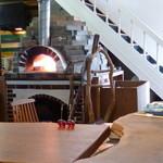 ウッドスタイルカフェ - ピザ焼きの釜