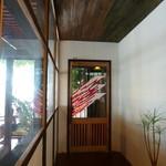 ウッドスタイルカフェ - 入り口はステンドグラス・・・素敵ですね♪