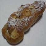 スイートベーカリー パパン - ミルクティーナッツ:150円