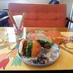 さるぅ屋カフェ チャモン - さるぅ屋バーガープレート 850円(ランチセット1050円)
