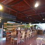 ウッドスタイルカフェ - 寄木細工の壁はインパクト大♪